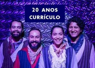 O grupo é coordenado por Cadu Cinelli e Warley Goulart, ambos formados em Artes Cênicas pela UniRio, que atuam também como diretores artísticos e artistas plásticos do projeto. Com especialização em Literatura Infanto-Juvenil pela UFF, Warley Goulart é também diretor musical do grupo.