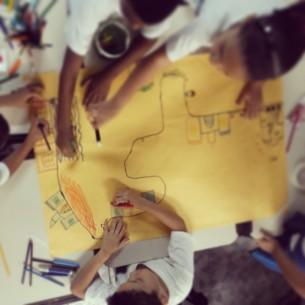 Os alunos,de algumas escolas da rede municipal de ensino do Rio de Janeiro, são convidados a explorar múltiplas possibilidades narrativas, se redescobrindo narradores das próprias histórias, de contos da tradição oral e da literatura autoral. Em 2015 o projeto atua em 6 escolas municipais do Rio de Janeiro.