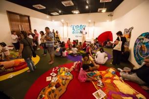 Exposição Interativa do acervo do grupo Os Tapetes Contadores de Histórias, com programação de visitação do público, sessões de histórias, oficinas, palestras e rodas de histórias. Entre os anos de 2003 a 2009 e 2013 ocorreram 19 exposições interativas nas CAIXAs Culturais de todo Brasil.