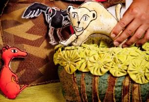 Com duração de 50 minutos, esta é uma sessão de histórias para crianças em que bichos do mato aprontam um bocado de confusão. Nela, um jardim todo feito de tecido (vaso, planta, moita, pedra e jardineira) serve de cenário para contos populares brasileiros, na versão de Ana Maria Machado e Ricardo Azevedo.